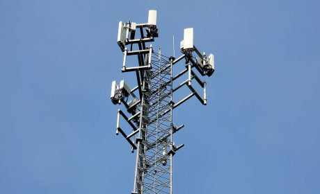 An image of a wireless LTE signal tower.